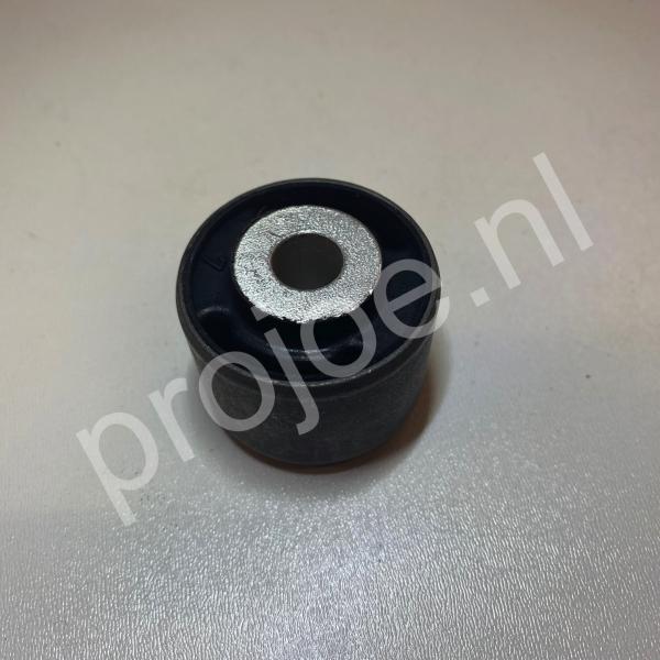 rubber bush rear lower hub – 82427790