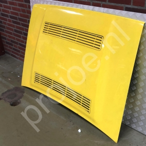 Lancia Delta Integrale 16V bonnet – yellow
